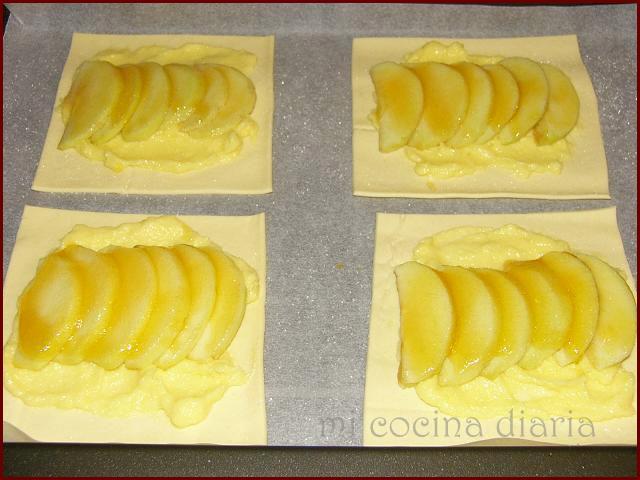 Слойки из готового слоеного теста с яблоками пошаговый рецепт